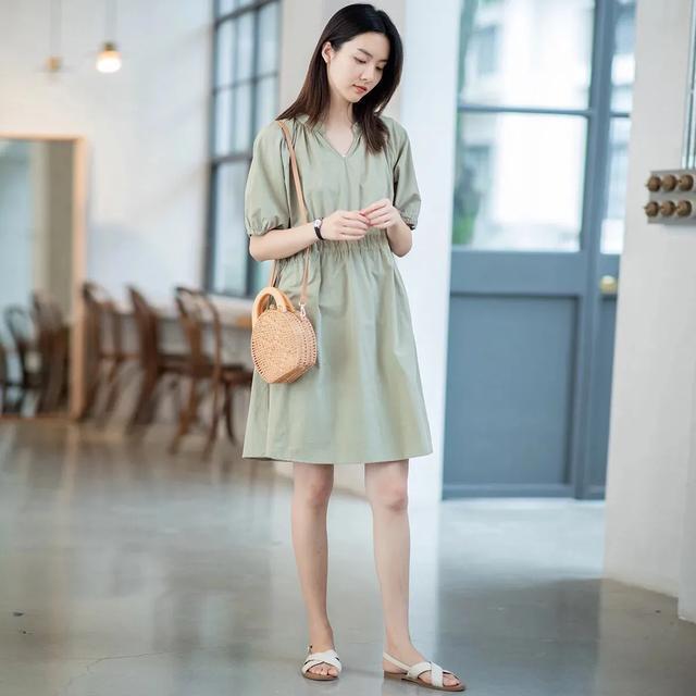 纯色简约连衣裙