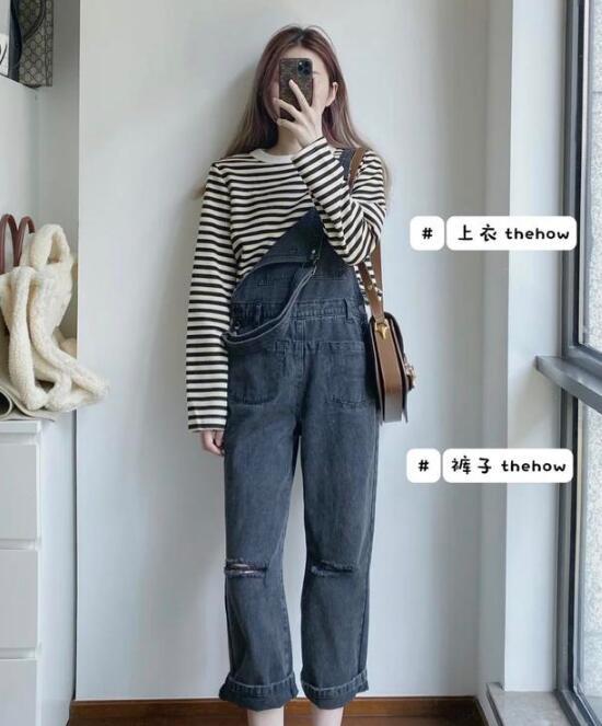 减龄的穿搭背带裤怎么搭配上衣图片