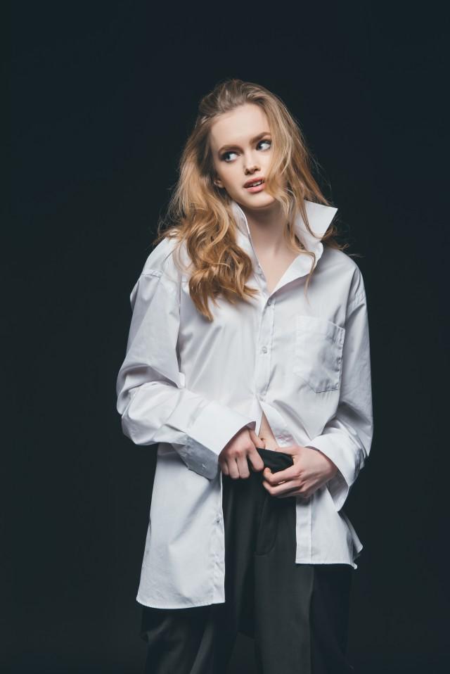 女生秋季衬衫搭配穿对了时髦又高级