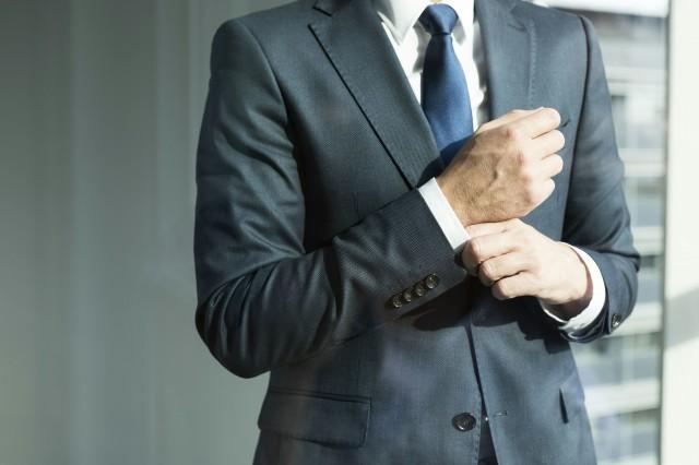 西装男生怎么穿 男生怎么穿西装显得更有品味