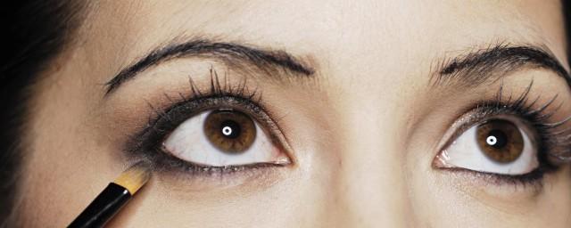 吊眼双眼皮眼妆教程