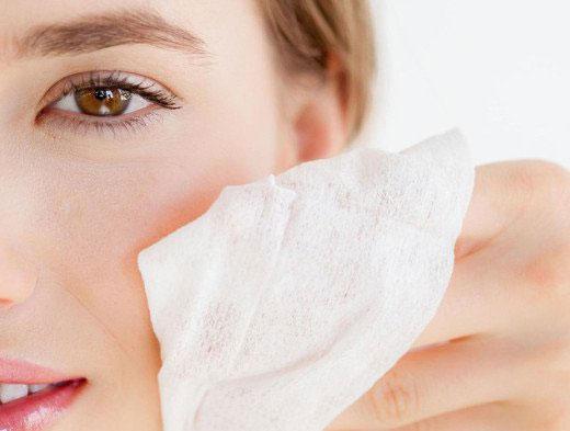 卸妆的五种方法可帮助您的脸部快速柔化