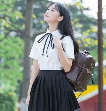 时尚的百褶裙