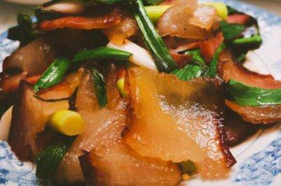 腊肉怎么做好吃?蒜苗炒腊肉的正宗做法