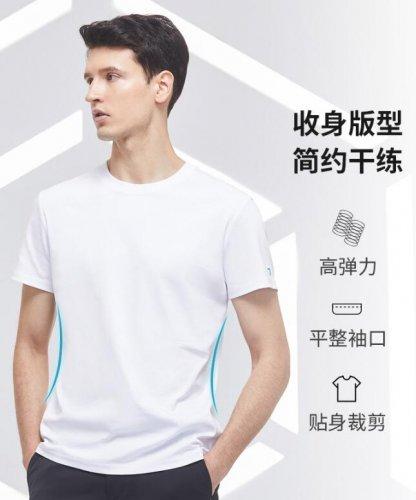 纯白色t恤怎么搭配