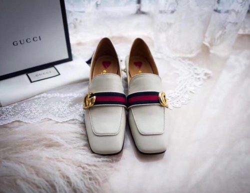 白色的皮鞋怎么清洁