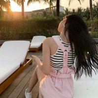 背带裙配什么鞋子好看 粉色背带裙配什么颜色上衣好看