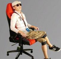 电脑椅高度调节 鼠标与扶手同一水平最适合