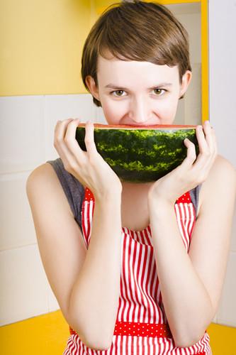 西瓜营养高 产妇可以适量吃西瓜