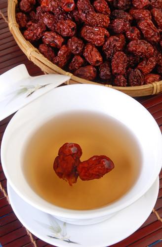 红枣泡水喝有什么好处?