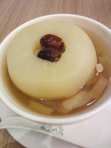 清心润秋燥来一碗南北杏雪梨汤