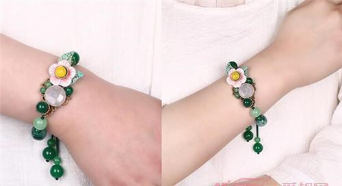 夏天佩戴玉石手链衬托美丽手腕