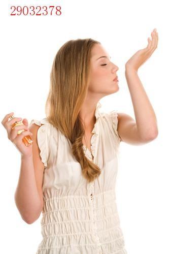 香水喷哪里留香最持久?