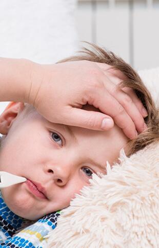 找出孩子发烧不退的原因更利于退烧
