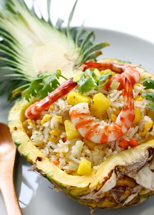 清爽美食——菠萝海鲜焗饭