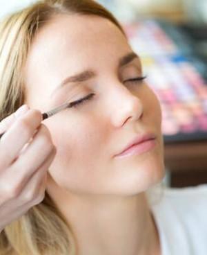 化眼妆是先画眼线还是先画眼影?化眼妆有什么技巧?
