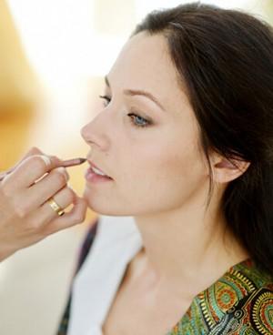 了解唇彩和唇蜜的区别化妆更得心应手