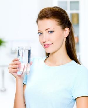 喝盐水清肠排毒的方法揭秘
