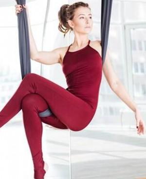 空中瑜伽适合新手练吗?练空中瑜伽要注意什么?