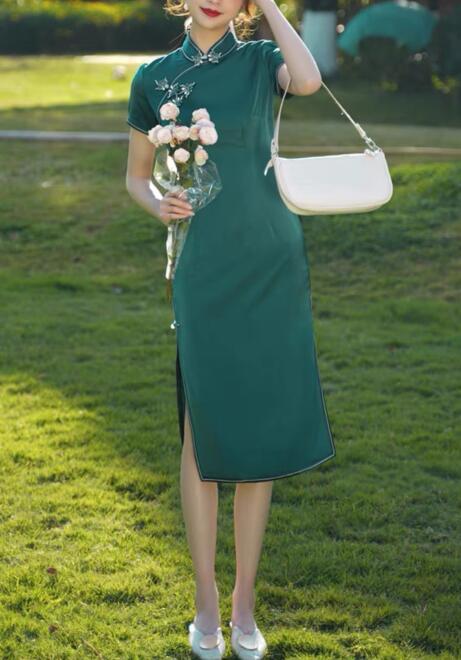 50岁女人穿什么颜色的旗袍好看?选这几种颜色展现完美状态