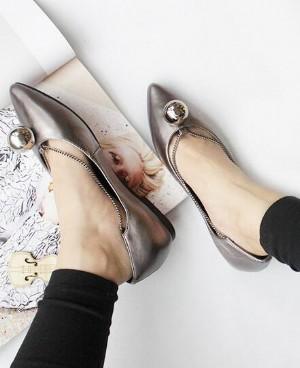 欧美风尖头平跟单鞋好穿更时髦