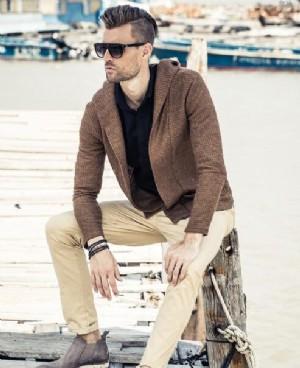 英伦风男士短款毛衣外套穿得帅气