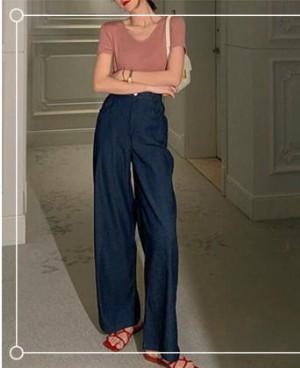 蓝色牛仔裤配什么颜色上衣好看?配藕粉色原来这么时髦!