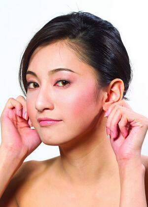 耳朵后面长了个硬包及时了解有效预防