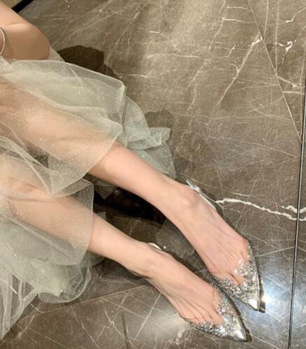 什么款式的平底鞋好看?第一款满满的优雅淑女气息