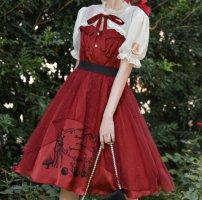 红色连衣裙搭配什么鞋子 红色裙子配什么颜色上衣