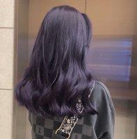 蓝灰色头发好看吗 蓝灰色怎么调色染发