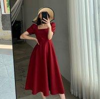 红色连衣裙搭配什么鞋子 红色连衣裙搭配什么颜色的外套