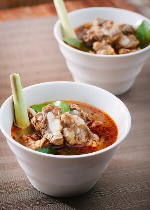 板栗玉米排骨汤的做法 健康养生 红薯栗子排骨汤