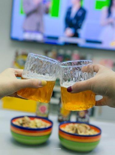 今日晚餐减肥暂停喝点小酒追综艺!
