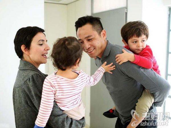 刘烨带儿女大跳搞怪舞引关注 适合爸爸陪孩子玩的游戏有哪些