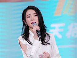 张凯丽女儿张可盈遭粉丝吐槽 抢牛骏峰功劳不尊重前辈