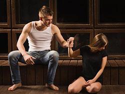 大男子主义的男人特征 不想做小女人还是趁早放弃