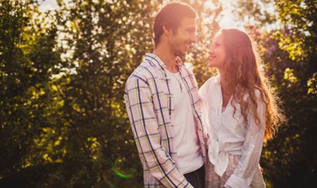 已婚女人喜欢你的前兆 出现5种示爱信号就要留心了