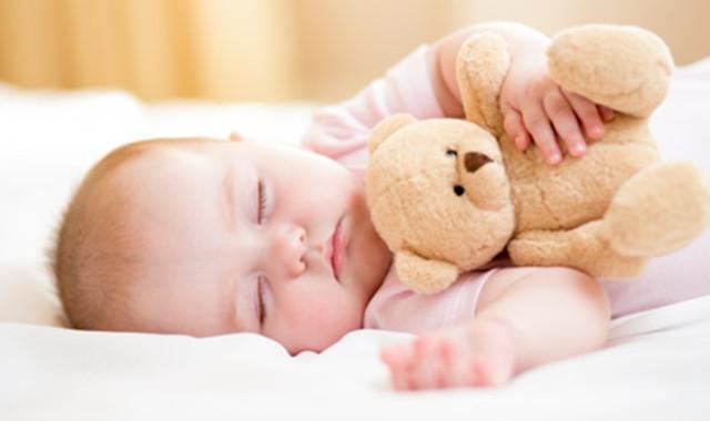 宝宝鼻梁发青图片 你知道是如何引起的吗