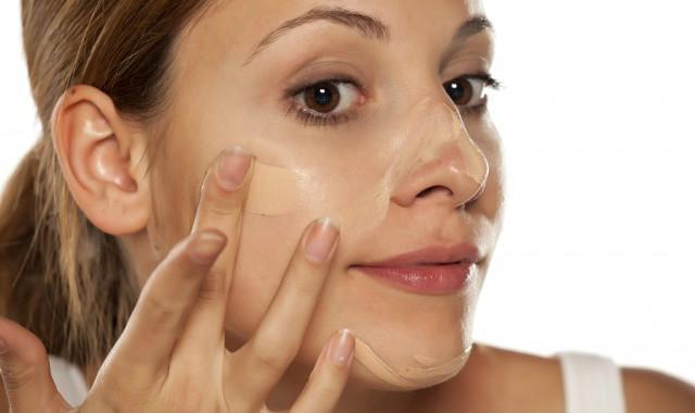 化妆用了粉底液还用粉饼吗 不要混淆了彩妆产品的功能