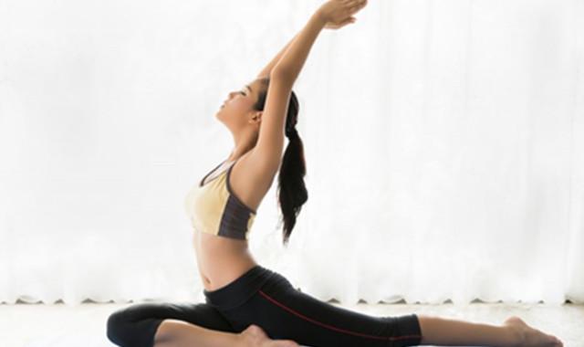 瑜伽每天必�4���幼� 有什么好�