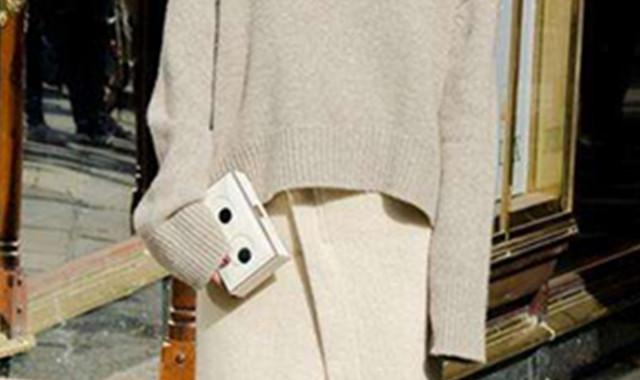 毛衣搭半裙搭配技巧 让你美一整个冬天