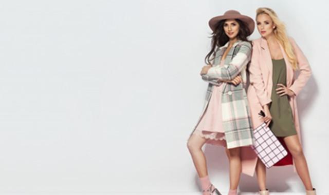 粉色裙子配卡其色鞋子好看吗 个性扮靓就是这么简单