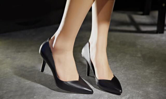 女士职业装搭配方法 女生穿正装配什么鞋合适又端庄好看