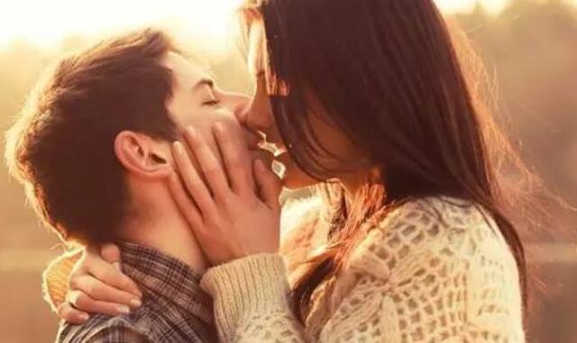 已婚男人吻你的表现 能够从这些细节了解
