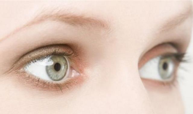 眼睛油脂粒怎么去除 明亮大眼知道�@些很重要