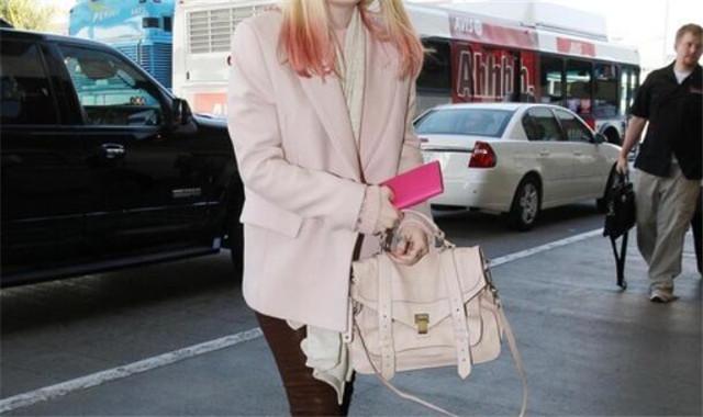 学生女春秋外套搭配 如何使自己看起来很流行