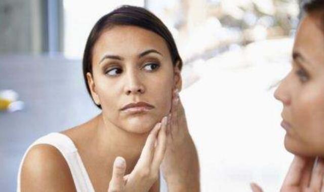 脸两侧腮长痘痘的原因 主要就是因为四点