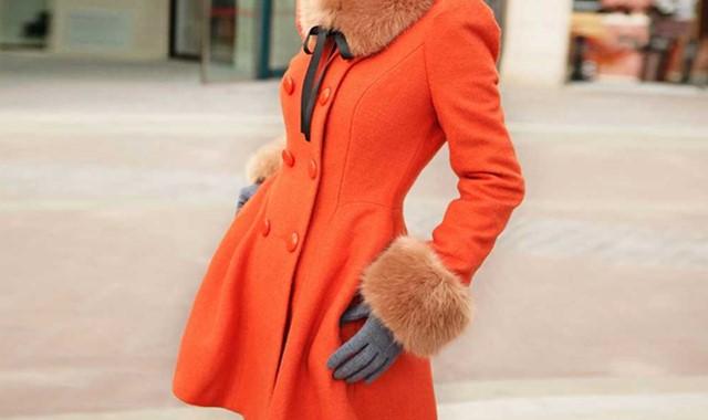 橘色外套里面穿什么 那些你不在乎的内搭