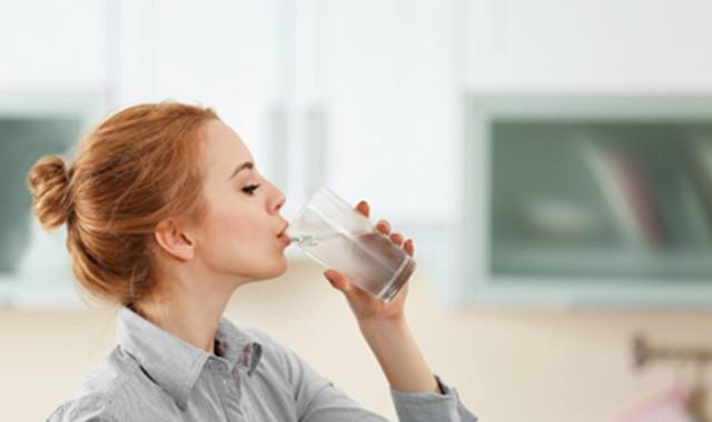 一日断食排毒法喝水方式 轻轻松松给身体一次大清理